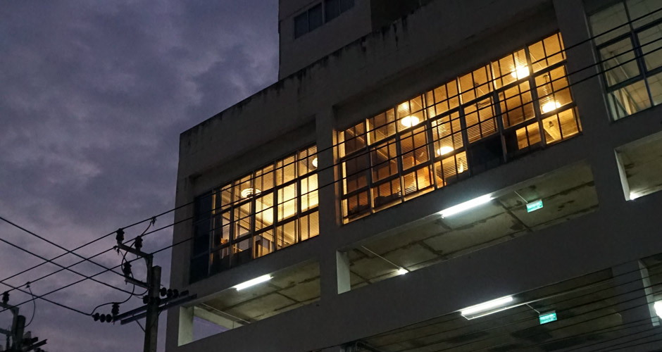 115-artloft-samran-outside-night-01