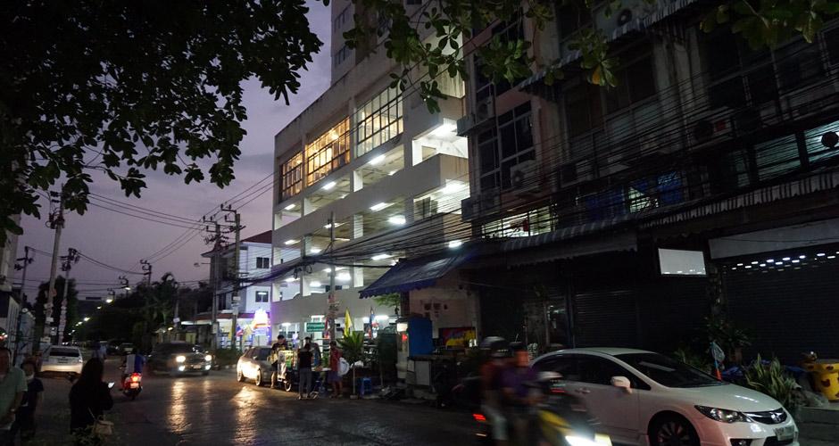 115-artloft-samran-outside-night-05