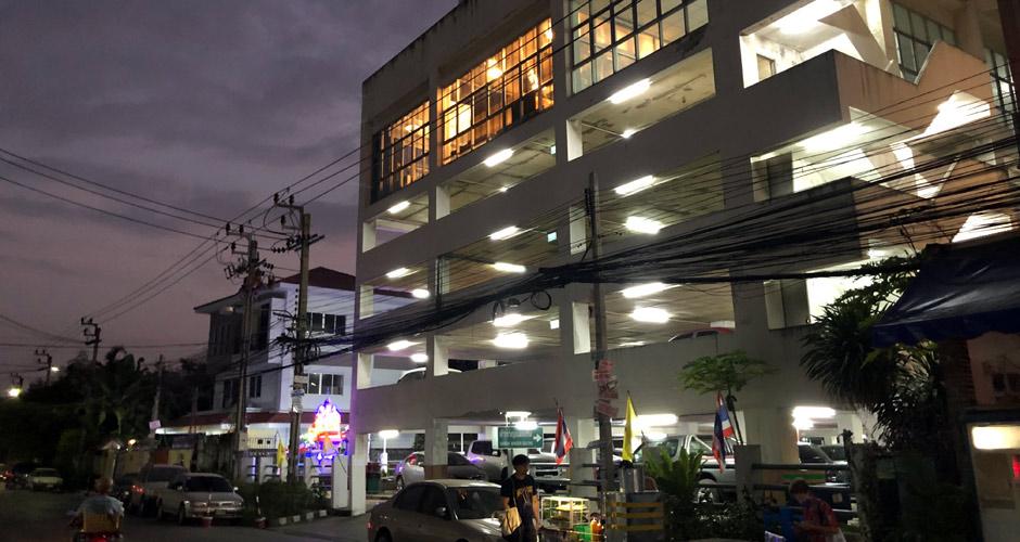 115-artloft-samran-outside-night-07