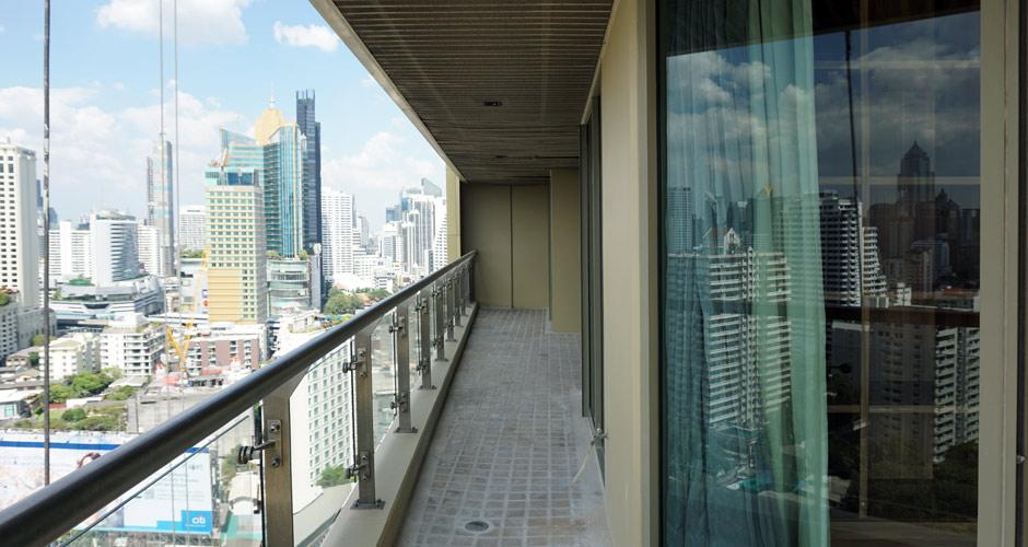 93-thelakes2203-balcony-01